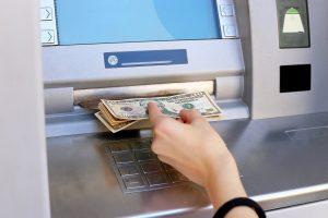 ¿Cómo hacen los bancos para que los ATM no se queden sin dinero?