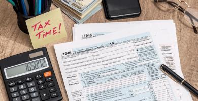 ¿Cómo reportar taxes si me pagan en efectivo?