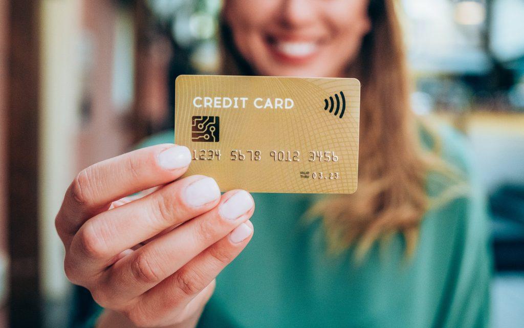 ¿Cuál es la diferencia entre una tarjeta de crédito y una charge card?