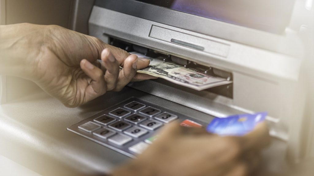 ¿Cuánto dinero puedo retirar de una cuenta de ahorros en Estados Unidos?