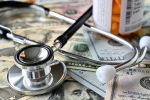 Cómo ahorrar en tus facturas médicas