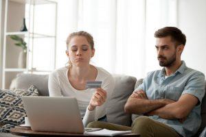 Cómo identificar y disputar cargos fraudulentos en la tarjeta de crédito