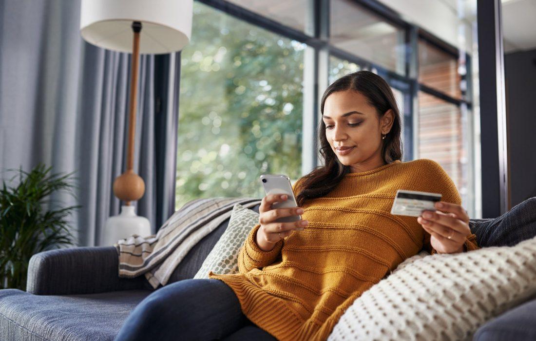 Cómo utilizar una tarjeta de regalo de American Express para compras online