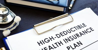 Cómo funciona un plan de seguro médico con deducible alto