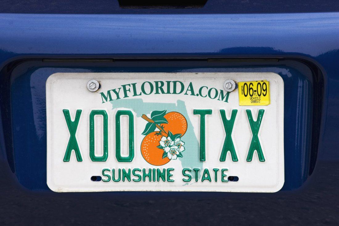 Deducción de impuesto por registración de carro en Florida