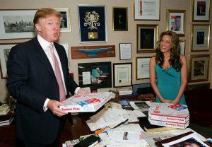 Donald Trump comiendo Domino's Pizza