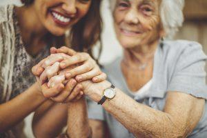 Programas y ayudas económicas para personas mayores