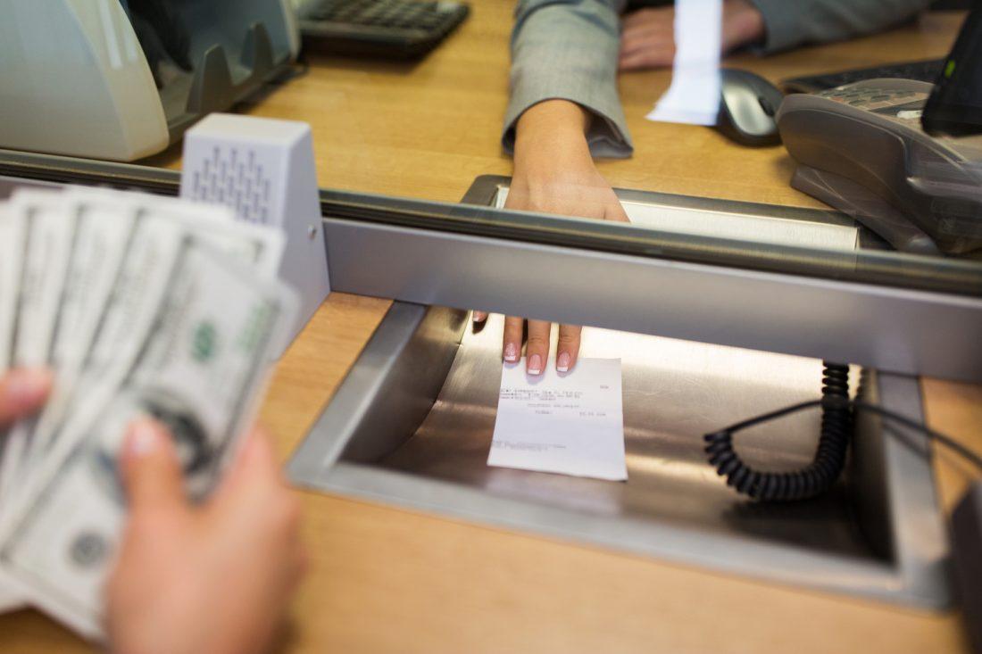 ¿Cómo cobrar cheques sin cuenta bancaria?