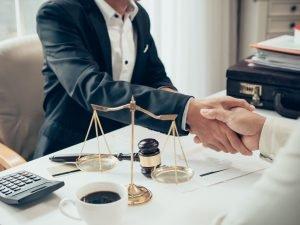 Cómo conseguir abogado gratis