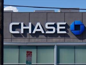 ¿Cuánto cobra Chase por cambiar un cheque?