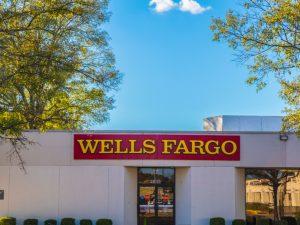 Cómo evitar el cobro de overdraft fee en Wells Fargo