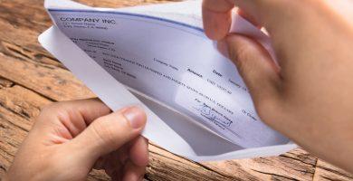 ¿Qué significa MED/EE en mi cheque de pago?